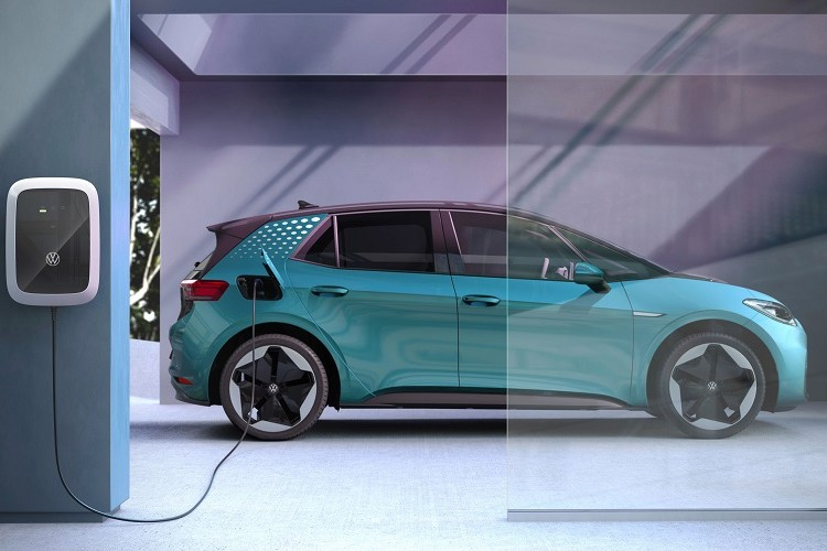 """The best electric cars for fast """"charging performance""""? Mercedes beats Tesla and VW"""